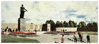 <b>Пискаревское мемориальное кладбище</b>-<b>музей</b>