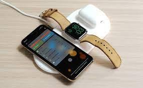Trên tay bàn sạc không dây 3 máy iPhone, Airpods và Apple Watch của Baseus