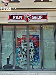 Adresse theresienstraße 13, 85049 ingolstadt öffnungszeiten: Fc Ingolstadt 04 Ar Twitter Der Neue Fanshop Ist Bereit Wir Freuen Uns Auf Euch Morgen Um 10 Uhr In Der Moritzstrasse 13 Fussballclub Http T Co 6y2mwqwsm5