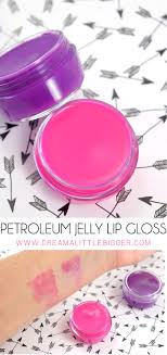make bright vibrant petroleum jelly lip gloss at home that gives your lips the perfect