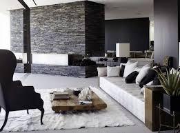 Perfect Moderne Schwarz Weiße Wohnzimmer Mit Natursteinwand Und Offenem Kamin Luxus  Seats And Sofas Good Ideas