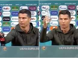 Bevete acqua: Cristiano Ronaldo mette via le bottiglie di Coca Cola in  conferenza