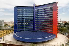 Estructura tensada en fachada multicolor del Hotel Puerta Amrica