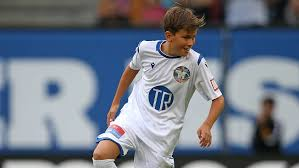 Damian van der Vaart macht Sylvie Meis mit erstem Vertrag bei Esbjerg fB  mächtig stolz