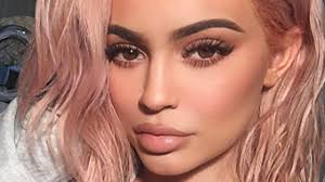 Kylie Jenner Shows off Surprising New Hair Color - YouTube