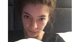 48 times celebrities snapped pics without any makeup on makeup royals and lorde 32 no makeup 32 no makeup celebrity selfies that are totally gorgeous