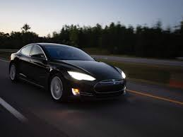 Model 3 prices start at us $35,000 which translates to around 23 lac inr but the car will be imported into india as a cbu (completely built unit) therefore, incurring a 100 tesla's chief information officer, jay vijayan, however said that the company is planing to build a manufacturing plant in india. Here S How Much A Tesla Model 3 Might Cost In India Business Insider India