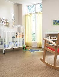 Kinderzimmer Ideen Boden Korkboden Babygitter Schaukelstuhl