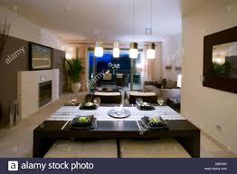 Offene Küche Und Wohnzimmer Im Modernen Spanischen Wohnung