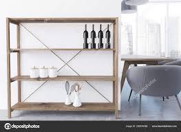 Regale Mit Weinflaschen Esszimmer Stockfoto