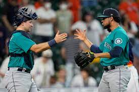Mariners score 4 in 11th to earn 6-3 ...