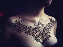 тату хной на груди у девушки цветок фото рисунки эскизы