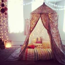 Ways To Decorate Your Bedroom With Fairy Lights ...