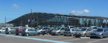 voiture de location devant la gare tgv d aix en provence