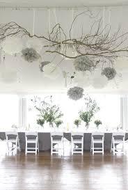 Dcoration de mariage gris et blanc, nature branches de bois, pompons  papier de soie