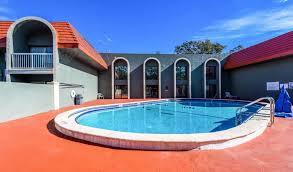 econo lodge busch gardens pool 1