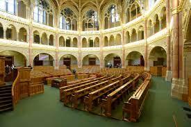 Megújult az Országház alsóházi ülésterme - fotók - Magyar Társasház Kft.