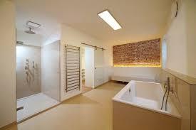 Da als verlegeplatte auf dem fußboden für gewöhnlich platten mit nut und feder eingebaut werden, sollten die profile verleimt werden. Trockener Ausbau Von Feuchtraumen Trotz Nasse Trocken Bleiben