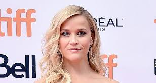 reese witherspoon s golden globes look clic hairstyle natural makeup and soft yellow versace