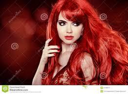 Kleurend Rood Haar Het Portret Van Het Maniermeisje Met Lang