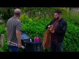 Liv tells Aaron and Robert about Belle Emmerdale - YouTube