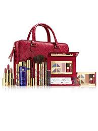 because estée lauder has just launched the ultimate professional makeup artist collection a jam packed bag full of all your beauty essentials