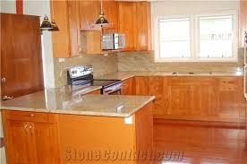 verniz tropical granite countertop and cinnamon maple cabinets verniz tropical yellow granite kitchen design