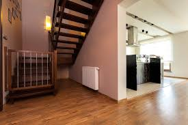 Sofern diese ziemlich steil und/oder rutschig ist, ist es ratsam, das gitter später zu insbesondere die abgänge von treppen sollten laut einem treppenschutzgitter test am besten mit einem solchen absperrgitter geschützt werden. Absperrgitter Baby Treppe