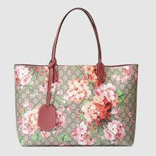 gucci tote. reversible gg blooms medium tote gucci t