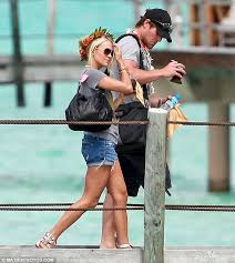 bloomin lovely carriie underwood wore a fl crown as she strolled around the luxury carrie underwood