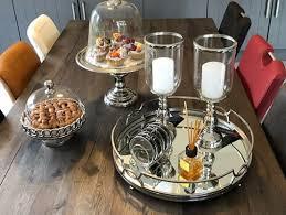 من الممكن تقديم الشاي بالعديد من الطرق للضيوف، حيث إنّه قد يكون باردأ أو ساخناً، مع إرفاق المكسرات والبسكويت والبتيفور المشكل، وفيما يأتي بعض الطرق والوصفات المميّزة للشاي: طرق تقديم الشاي والقهوة Ùˆ الحلويات للضيوف صور لالة Lalla