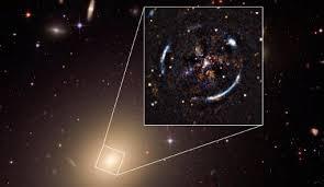 Resultado de imagen de Resultado de imagen de Simulación del efecto de lente generado por una cuerda cósmica. Crédito: PhysicsWorld.com