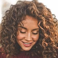 Het Verhaal Van Natuurlijke Krullen Kapsels Halflang Haar