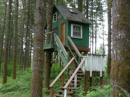 Easy kids tree houses Home Built Exterior Simple Diy Kids Treehouse Using Cedar Wood Also Simple With How To Build Simple Chikidsinventorg Decorating Very Unique How To Build Simple Treehouse For Your