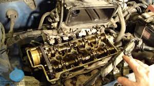 How works and runs Toyota VVT-i engine timing chain - YouTube