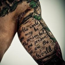 Oberarm Schrift Tattoo Mann Tattoos Für Männer Tattoo Schrift