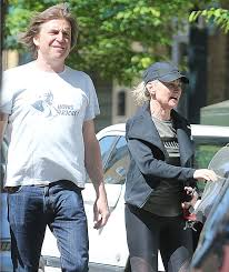 Listen to the best anthea turner shows. Anthea Turner And Fiance Mark Armstrong Get Frisky In The Sunshine During Essential Trip Mirror Online