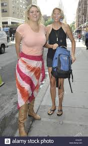 Colleen Smith and Lindsay Heyward leaving the Huffington Post Stock Photo -  Alamy