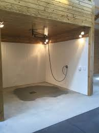 horse barn wash stall with 360 degree swivel boom and heated lamps barn le