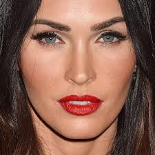 megan fox makeup black eyeshadow gold eyeshadow red lipstick steal her style