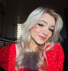 Controversial tiktok star zoe laverne shares with fans she and boyfriend dawson day are expecting a baby. Zoe Laverne Phone Number House Address Email Address Info