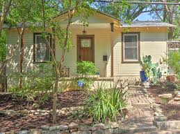 new quaint austin home w screened porch patio