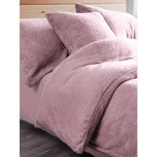 the perfect winter warmer this duvet cover has a teddy fleece finish which gives it a super soft feel providing an instant sense of warmth in a pink