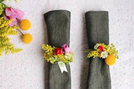 napkin ring diy with fresh flowers