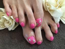 Nail Salon Freestyleストーンのお花が可愛いピンクの春フットネイル