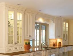 kitchen cabinet lighting. Puck Lights In Kitchen Cabinet Lighting