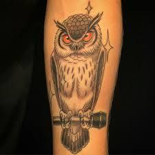а что означает татуировка сова с микрофоном на левой руке Askfm