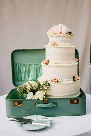 20 Delightful Wedding Cake Ideas For The 1950s Loving Bride Chic