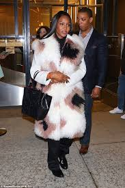 naomi campbell showed off another statement fur