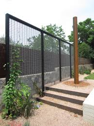 Living Privacy Fence Modern Trellis With Creeper To Act As Garden Room Divider